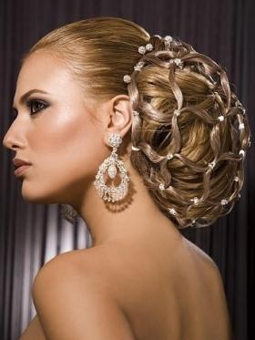 Acconciature sposa 2011 raccolte per capelli lisci e ricci