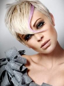 Taglio capelli corto 2011 ciuffo lungo sul davanti Taglio capelli corto 2011 ciuffo lungo sul davanti 220x293 - Tagli capelli corti 2011, scalati, asimmetrici, lunghi davanti
