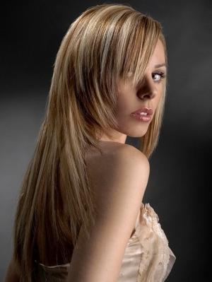 Taglio capelli lunghi scalati con ciuffo 2013