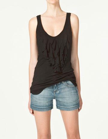 Short in jeans e canotta Zara Lookbook maggio 2011