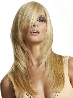 Taglio capelli lunghi scalati 2011 con ciuffo