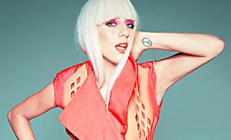 tatuaggio simbolo della Pace Lady Gaga
