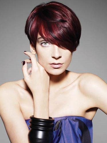 Taglio capelli color mogano con riflessi rossi - The house of blog