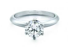 Anello di fidanzamento Tiffany mod Setting Anello di fidanzamento Tiffany mod Setting 220x158 - Anelli di fidanzamento Tiffany & Co: prezzi e foto