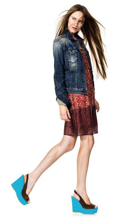 Giubbino jeans abitino e sandali con zeppa Benetton primavera estate 2012