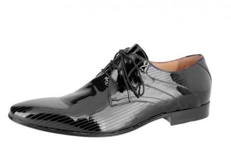 Ad affiancare le sneakers sportive, il noto marchio italiano propone