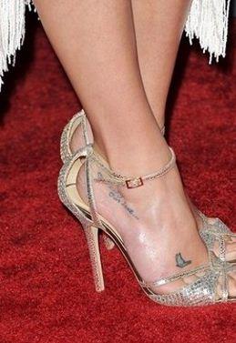 Tatuaggio farfallina sul piede lea michele the house of blog for Immagini tatuaggi piede