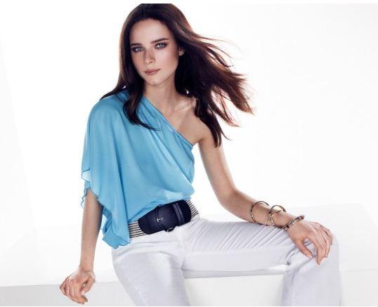 Blusa monospalla e pantaloni bianchi Motivi Blusa monospalla e pantaloni bianchi Motivi - Catalogo prezzi Motivi estate 2012
