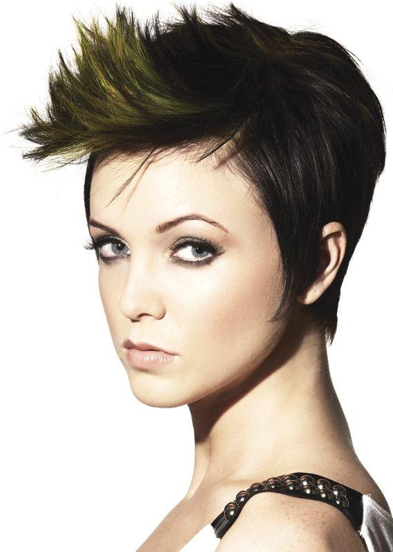 Tagli capelli corti 2012 femminili e asimmetrici: immagini