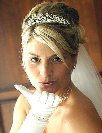 Acconciature da sposa con corona