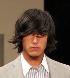 Taglio capelli uomo medio lungo