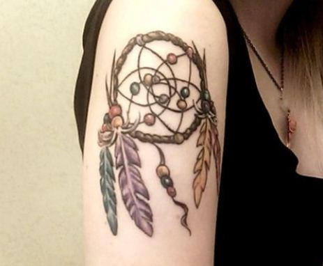 Tatuaggio acchiappasogni con piume indiane