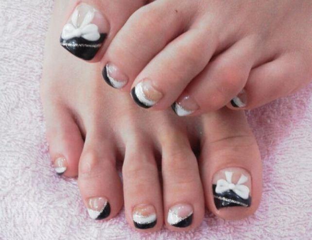 Decorazione unghie in bianco e nero
