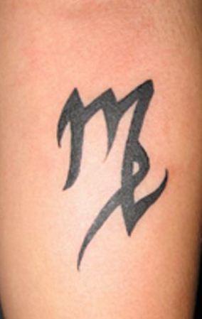 Simbolo tatuato della vergine Simbolo tatuato della vergine - Tatuaggio segno zodiacale della vergine: foto e significato