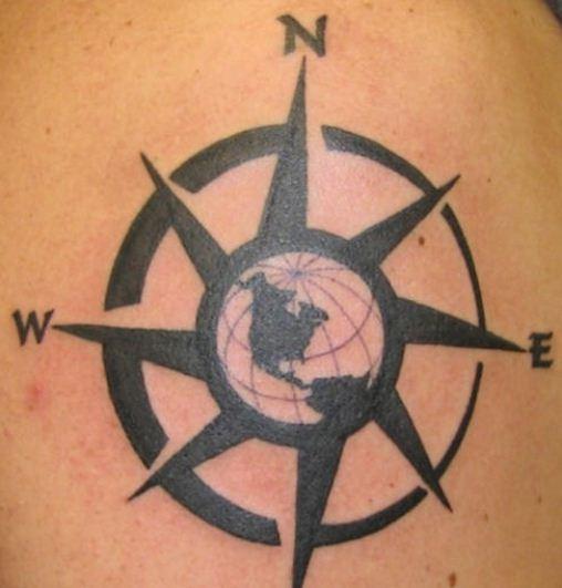 Foto tatuaggio rosa dei venti o stella polare the house for Bussola tattoo significato