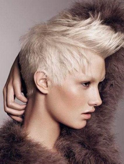 Immagini di tagli di capelli con cresta