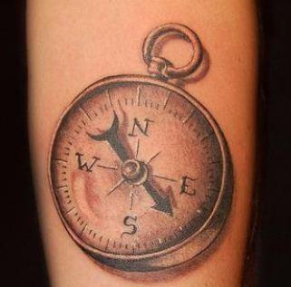 Tatuaggio rosa dei venti stella polare e bussola for Bussola tattoo significato