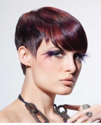 ... di un film. ecco una serie di tagli di capelli scalati per il 2012 cb5a80b2c58b
