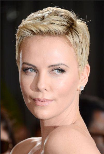 Charlize Theron Oscar 2013 con taglio capelli cortissimi ...