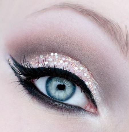 Stupendo trucco chiaro occhi azzurri per Capodanno 2014 Stupendo trucco chiaro occhi azzurri per Capodanno 2014 - Trucco occhi verdi, azzurri e marroni per Capodanno