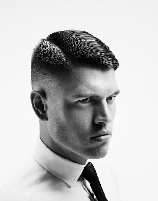 Taglio capelli corti uomo con riga laterale e pettinati ...