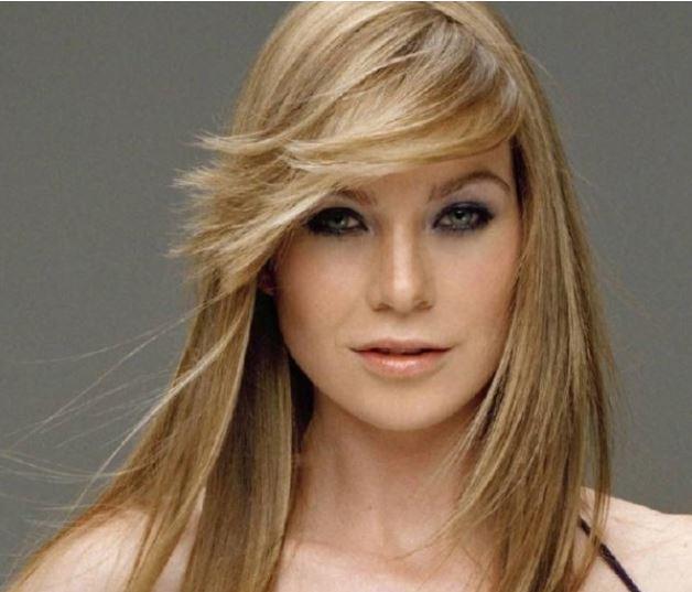 Tagli di capelli lunghi con ciuffo laterale