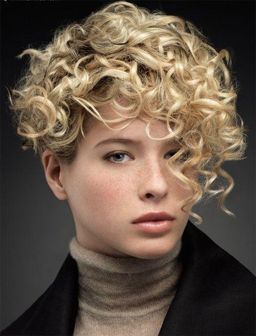 Taglio corto per capelli ricci 2014