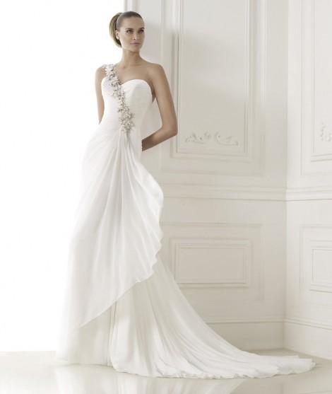 1819b6d083ec Pre collezione abiti da sposa 2015 Pronovias Pre collezione abiti da sposa  2015 Pronovias 470x557 -