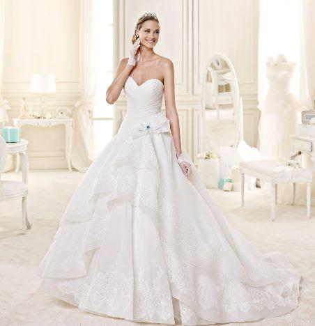 bd32c13c2e62 Vestito da sposa da principessa con scollo a cuore 2015 Nicole ...