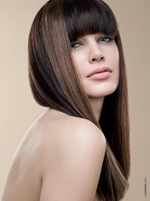 Taglio capelli lunghi lisci biondi