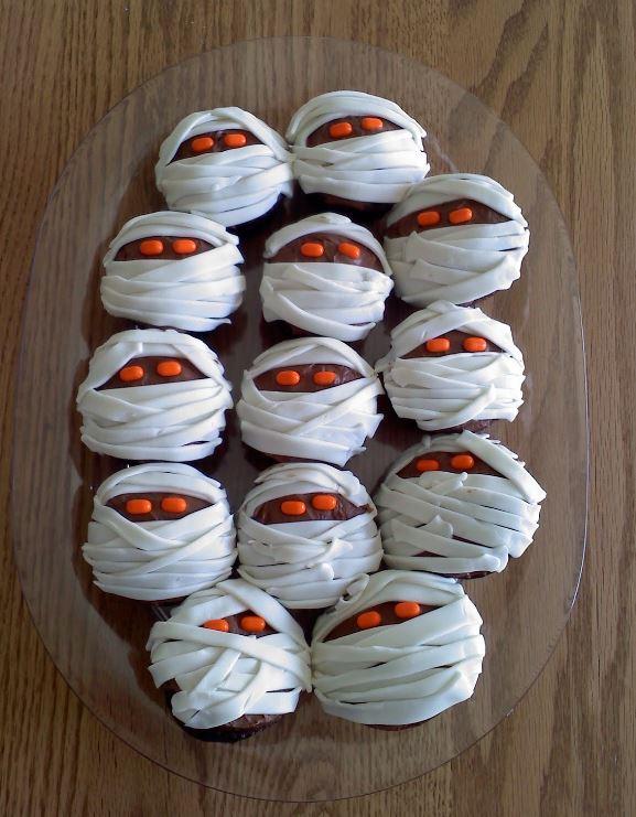 Ricetta Muffins Halloween Ricetta Muffins a forma di mummia per Halloween - Ricetta Muffins a forma di mummia per Halloween