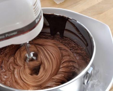 Crema Ganache al cioccolato Crema Ganache al cioccolato 470x377 - Creme per Pandoro: mascarpone, cioccolato e arancia