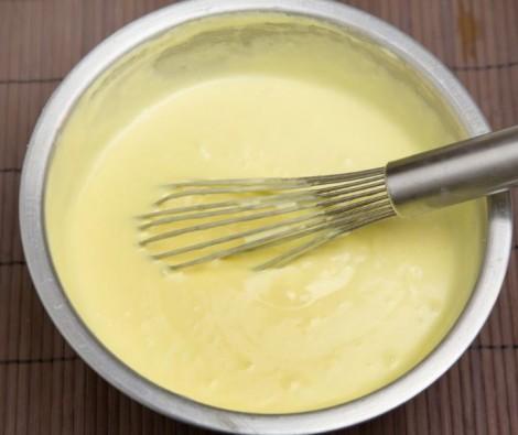 Monto tuorli e zucchero Monto tuorli e zucchero 470x395 - Creme per Pandoro: mascarpone, cioccolato e arancia