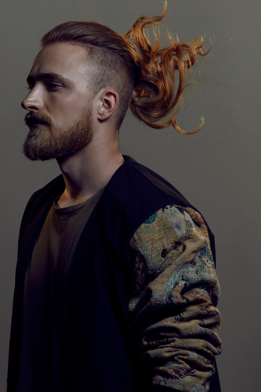 Foto taglio capelli uomo rasati ai lati