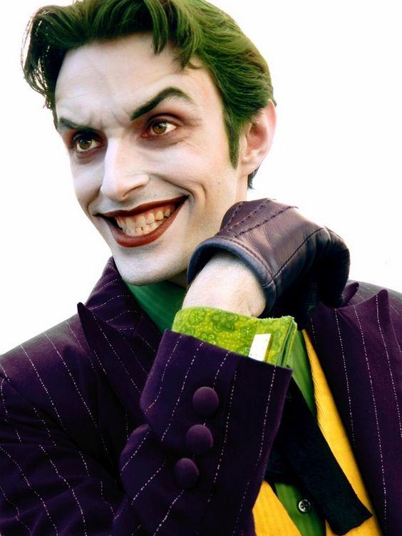Costume di Carnevale e trucco uomo da Joker