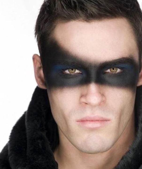 Trucco viso da uomo per Carnevale