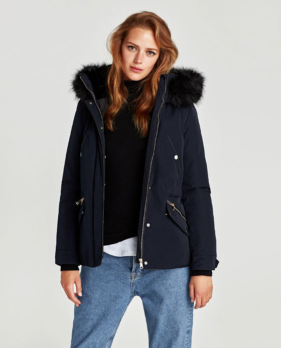 Parka blu Zara con cappuccio ecopelliccia prezzo 79 95 euro