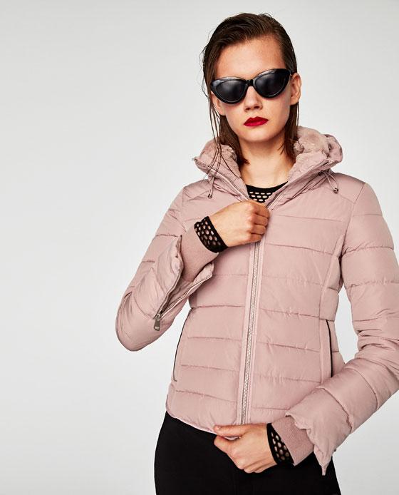 Piumino corto con cappuccio Zara inverno 2017 2018 prezzo 69 95 euro