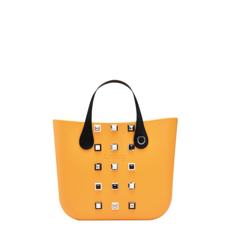 Borsa O Bag con borchie prezzo 134 euro