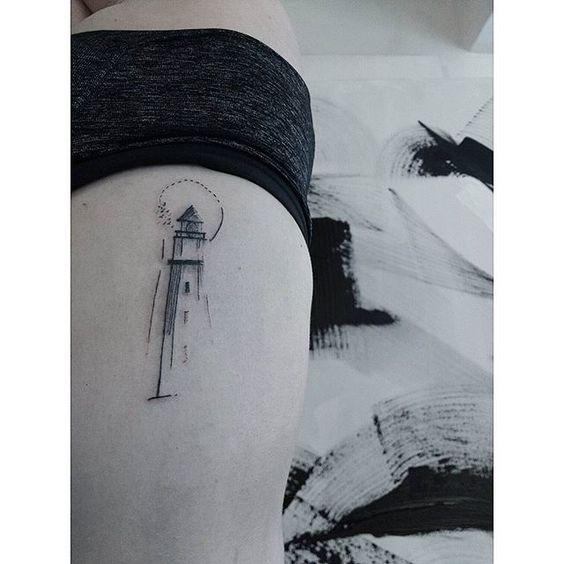 Foto Piccolo tatuaggio di un faro stilizzato Foto Piccolo tatuaggio di un faro stilizzato - Foto Piccolo tatuaggio di un faro stilizzato