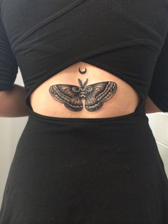 Foto tatuaggio Falena sulla schiena