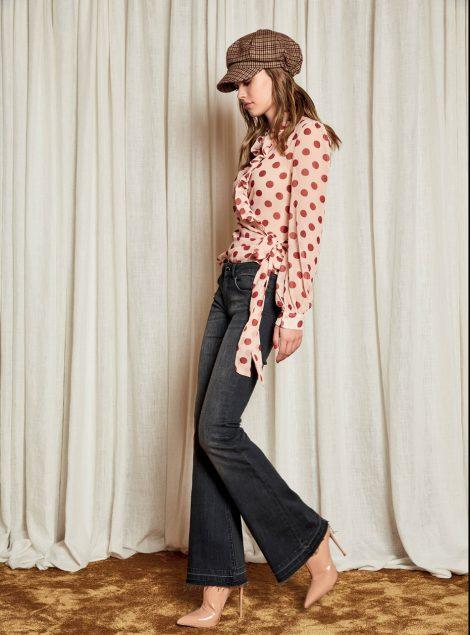 Camicia a pois e jeans a zampa e vita alta Denny Rose inverno 2018 2019 470x635 - Denny Rose abbigliamento autunno inverno 2018 2019