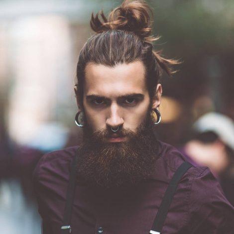 Taglio capelli lunghi raccolti uomo 2019 470x470 - Tagli Capelli, Barba e Baffi Uomo 2019