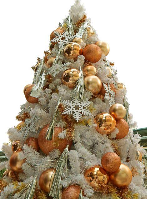 Albero di Natale 2018 nei toni del bronzo 470x638 - Albero di Natale 2018: Colori e Tendenze