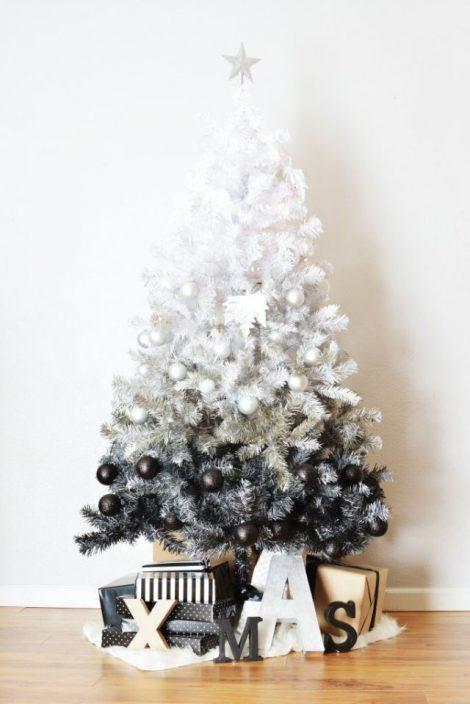 Idea Albero di Natale 2018 blackWhite 470x704 - Albero di Natale 2018: Colori e Tendenze