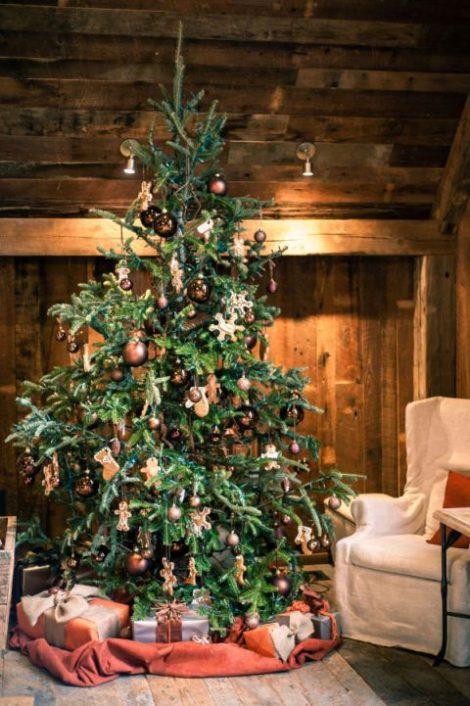 Idea Albero di Natale 2018 rustico 470x706 - Albero di Natale 2018: Colori e Tendenze