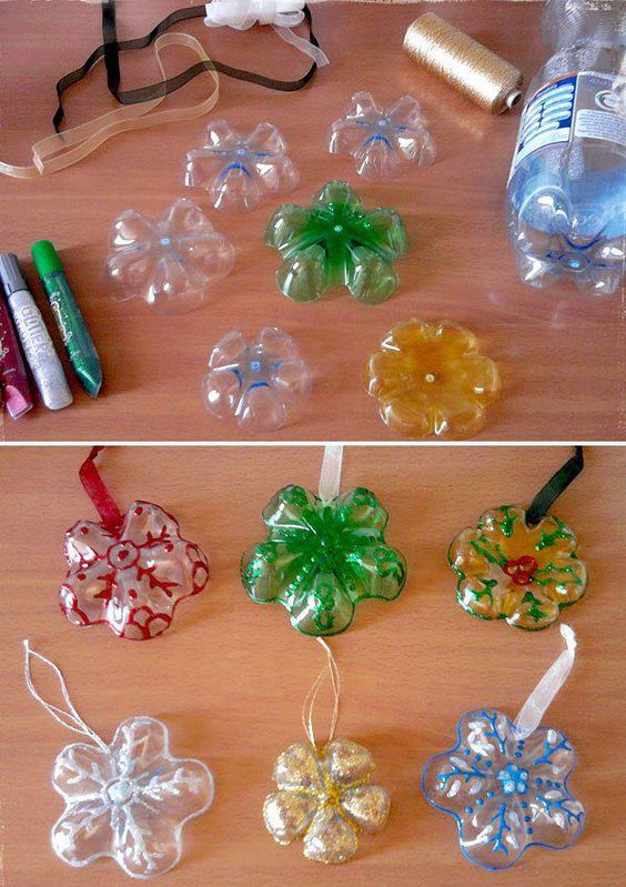 Palline Albero di Natale con fondi di bottiglia di plastica