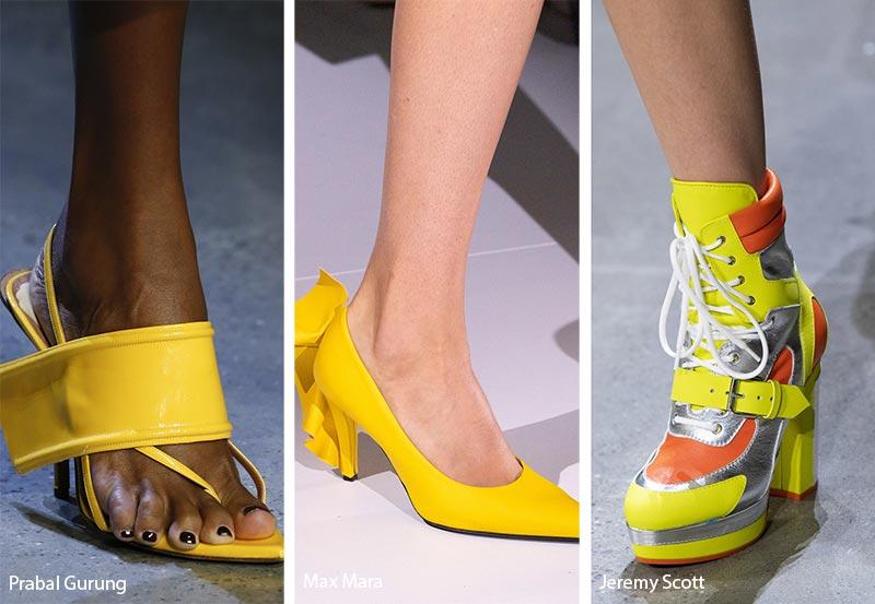 Tendenza moda scarpe e sandali colore giallo