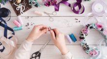 12 Modi creativi per personalizzare i vestiti  220x121 - 12 Modi Creativi per Personalizzare i Tuoi Vestiti