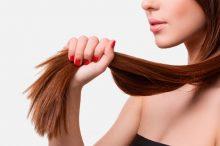 Come eliminare le doppie punte 220x146 - Come eliminare le doppie punte e avere capelli lunghi e sani